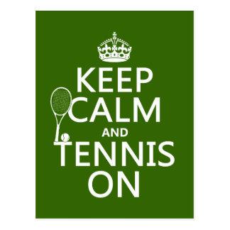 Guarde la calma y el tenis en cualquier color de postal
