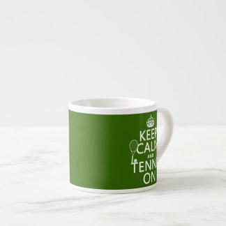 Guarde la calma y el tenis en (cualquier color de taza de espresso