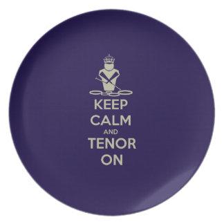 Guarde la calma y el tenor encendido plato