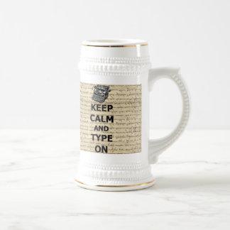 Guarde la calma y el tipo encendido taza de café