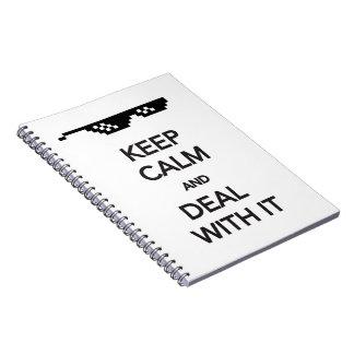 Guarde la calma y el trato con él spiral notebook