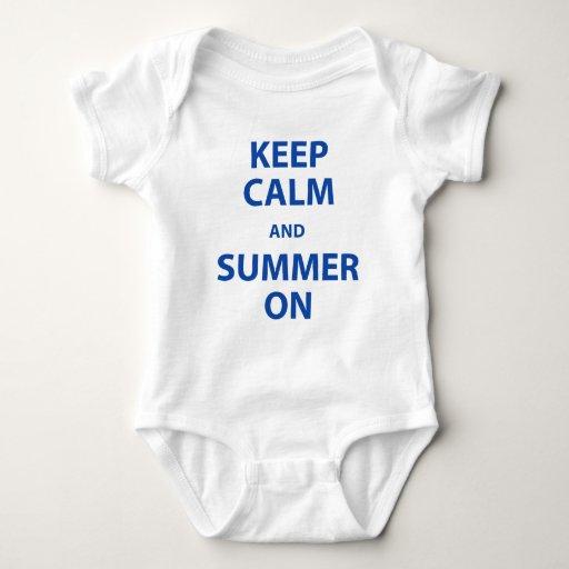 Guarde la calma y el verano encendido poleras