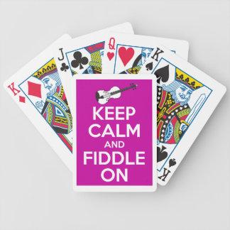 Guarde la calma y el violín en (el rosa de baraja de cartas bicycle