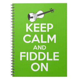 Guarde la calma y el violín en (el verde) cuaderno