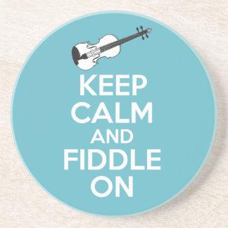 Guarde la calma y el violín en el violín en azul posavasos cerveza