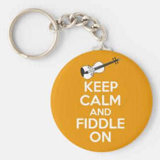 Guarde la calma y el violín en el violín en el llavero redondo tipo pin