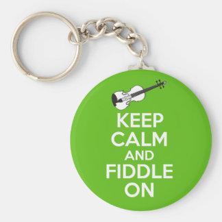 Guarde la calma y el violín en el violín en verde llavero redondo tipo pin