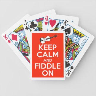 Guarde la calma y el violín en rojo cartas de juego