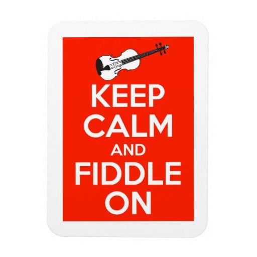 Guarde la calma y el violín en rojo iman