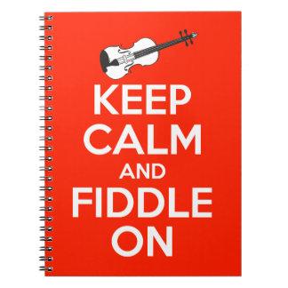 Guarde la calma y el violín en rojo spiral notebooks