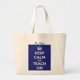 Guarde la calma y enséñela en azul bolsa tela grande