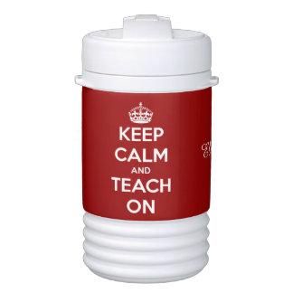 Guarde la calma y enséñela en el rojo enfriador de bebida igloo