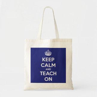 Guarde la calma y enséñela en el tote azul del pre bolsa de mano