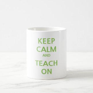 Guarde la calma y enséñela en la taza
