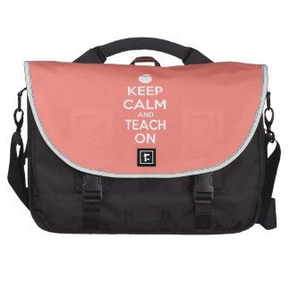 Guarde la calma y enséñela en lema bolsas para ordenador