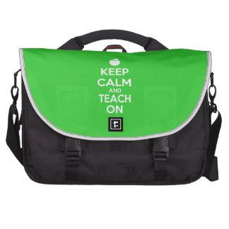Guarde la calma y enséñela en lema bolsa de ordenador