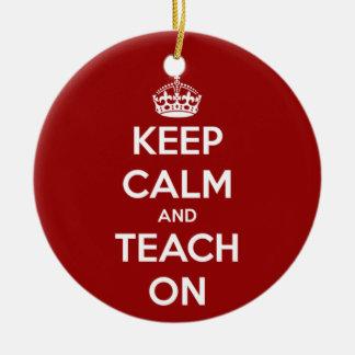 Guarde la calma y enséñela en rojo adornos de navidad
