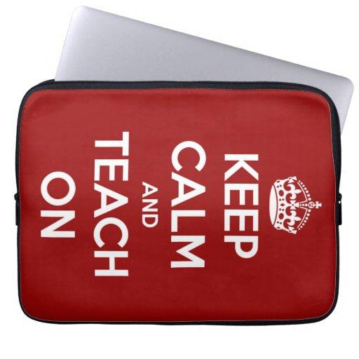 Guarde la calma y enséñela en rojo funda ordendadores