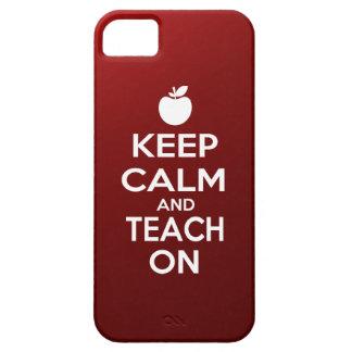 Guarde la calma y enséñela encendido iPhone 5 carcasa