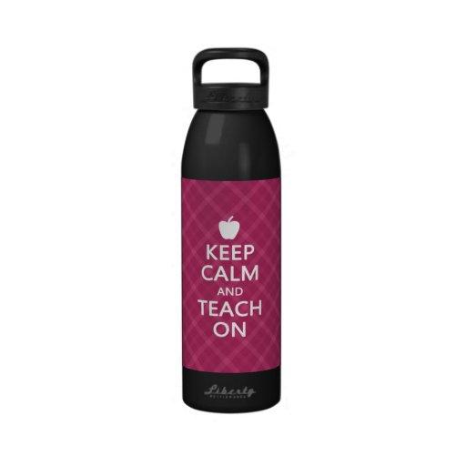 Guarde la calma y enséñela encendido, tela escoces botella de agua reutilizable