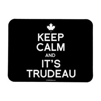 Guarde la calma y es Trudeau - .png blanco Imanes