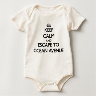 Guarde la calma y escápese a la avenida traje de bebé