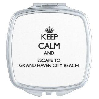 Guarde la calma y escápese a la playa magnífica espejo para el bolso