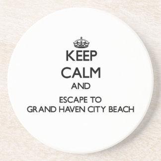Guarde la calma y escápese a la playa magnífica posavaso para bebida