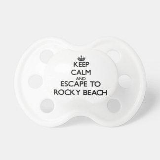 Guarde la calma y escápese a la playa rocosa Rhode Chupetes