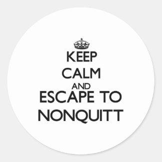 Guarde la calma y escápese a Nonquitt Pegatina Redonda