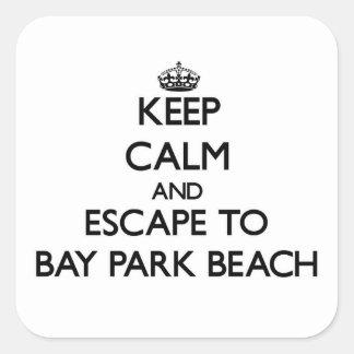 Guarde la calma y escápese para aullar playa Ohio Pegatina Cuadrada