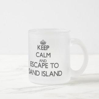 Guarde la calma y escápese para enarenar la isla taza