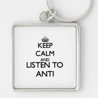 Guarde la calma y escuche ANTI Llavero Personalizado