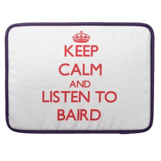 Guarde la calma y escuche Baird Fundas Macbook Pro