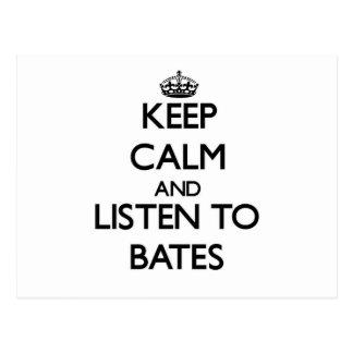 Guarde la calma y escuche Bates Tarjeta Postal