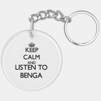 Guarde la calma y escuche BENGA Llavero Redondo Acrílico A Doble Cara