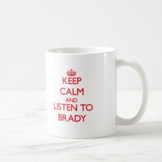 Guarde la calma y escuche Brady Taza Básica Blanca