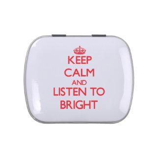 Guarde la calma y escuche brillante latas de caramelos