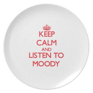 Guarde la calma y escuche cambiante plato