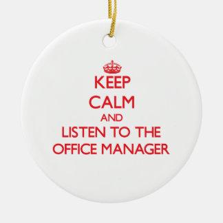 Guarde la calma y escuche el administrador de adorno navideño redondo de cerámica