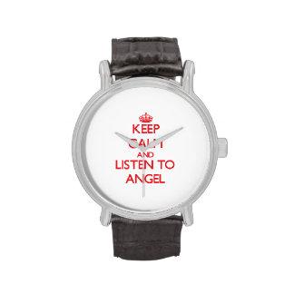Guarde la calma y escuche el ángel reloj