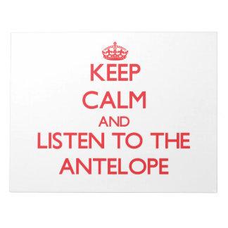 Guarde la calma y escuche el antílope bloc