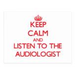Guarde la calma y escuche el audiólogo tarjeta postal