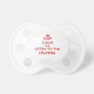 Guarde la calma y escuche el batería chupete de bebe