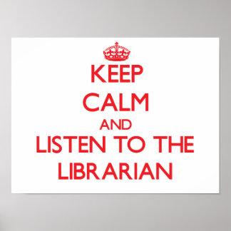 Guarde la calma y escuche el bibliotecario póster