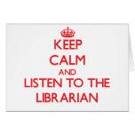 Guarde la calma y escuche el bibliotecario felicitacion