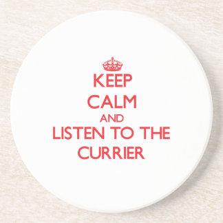 Guarde la calma y escuche el curtidor posavasos diseño