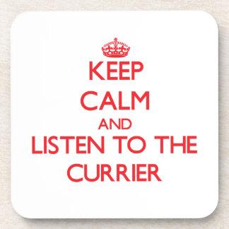 Guarde la calma y escuche el curtidor posavasos