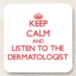 Guarde la calma y escuche el dermatólogo posavaso