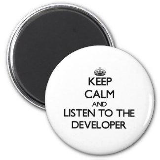 Guarde la calma y escuche el desarrollador iman de nevera